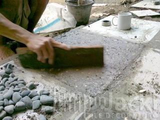 Bersihkan sampai rata dengan permukaan keramik