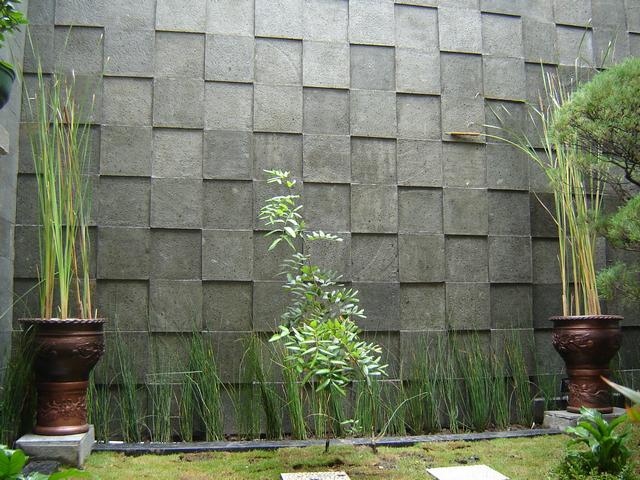 Dinding Batu Alam  | Sumber gambar : images.google.com