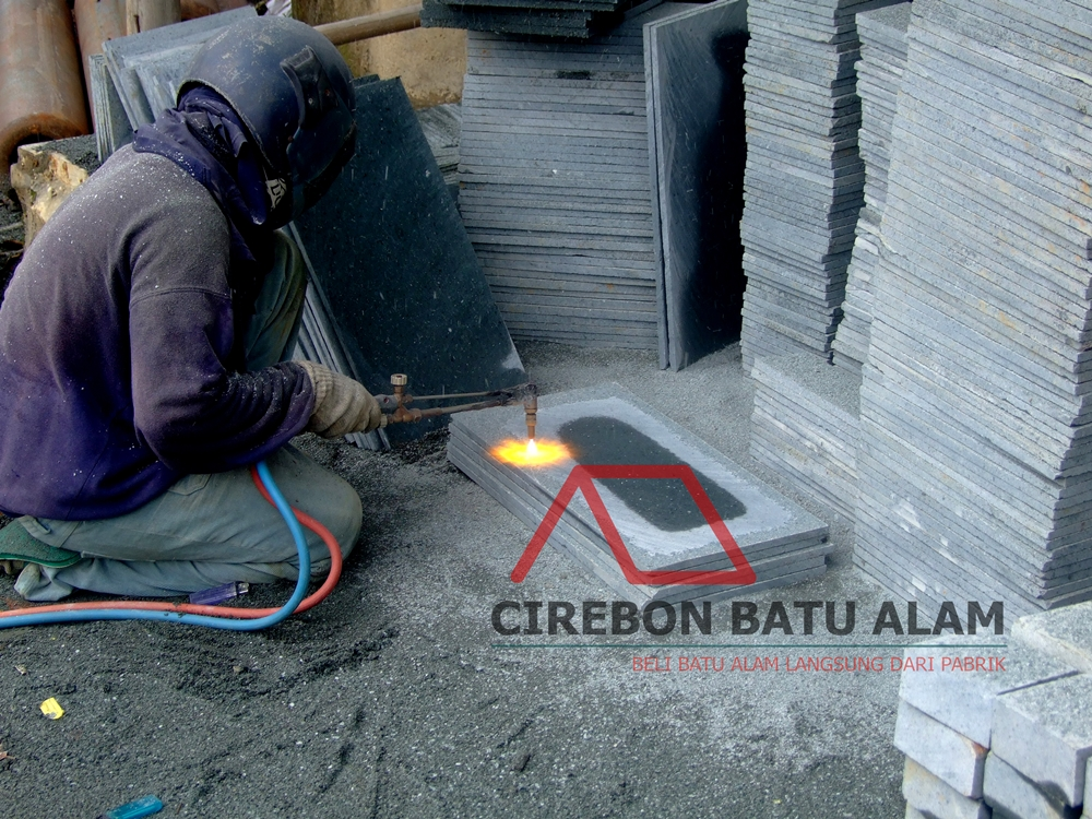 Proses Finishing Batu Alam Bakar